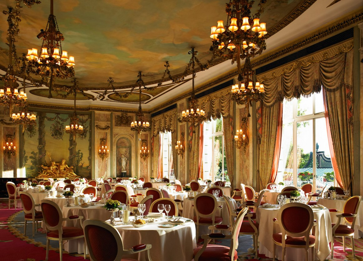 London Ritz restaurant opulence looped chandeliers